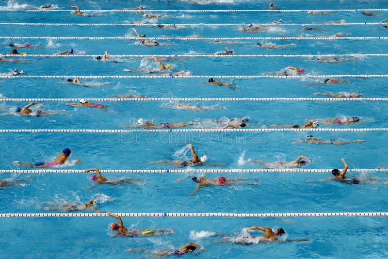 Wettschwimmenpool lizenzfreie stockfotografie
