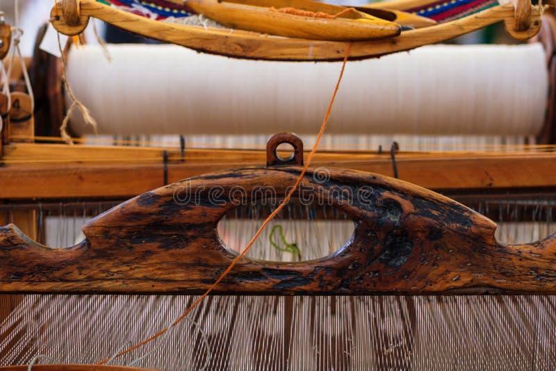 Wevend Weefgetouw en draad van garen stock afbeeldingen