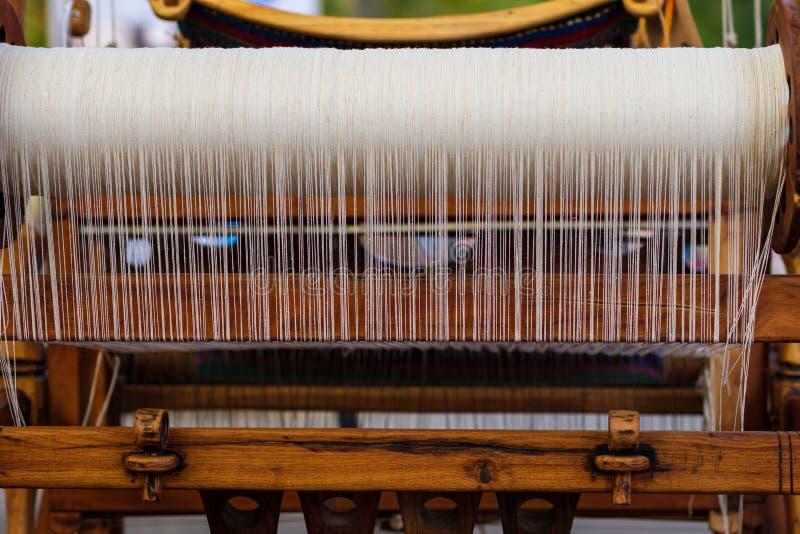 Wevend Weefgetouw en draad van garen royalty-vrije stock fotografie
