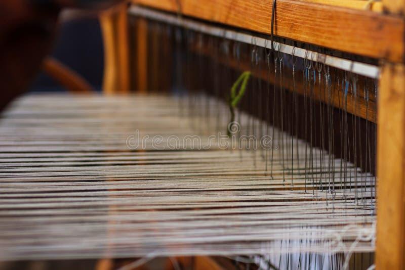 Wevend Weefgetouw en draad van garen stock foto's