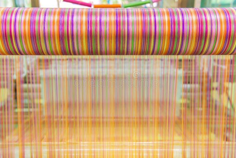 Wevend weefgetouw en pendel op de afwijking stock afbeeldingen