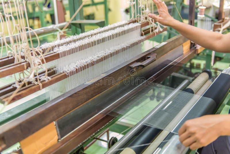 Wevend weefgetouw en pendel op de afwijking stock fotografie