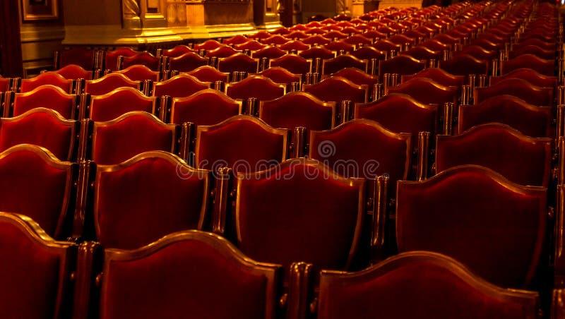 Wewnętrzna teatr sztuka Widownia z pustymi miękkimi karłami opera i Baletniczy teatr czekać na widowni Pusty wnętrze obrazy royalty free