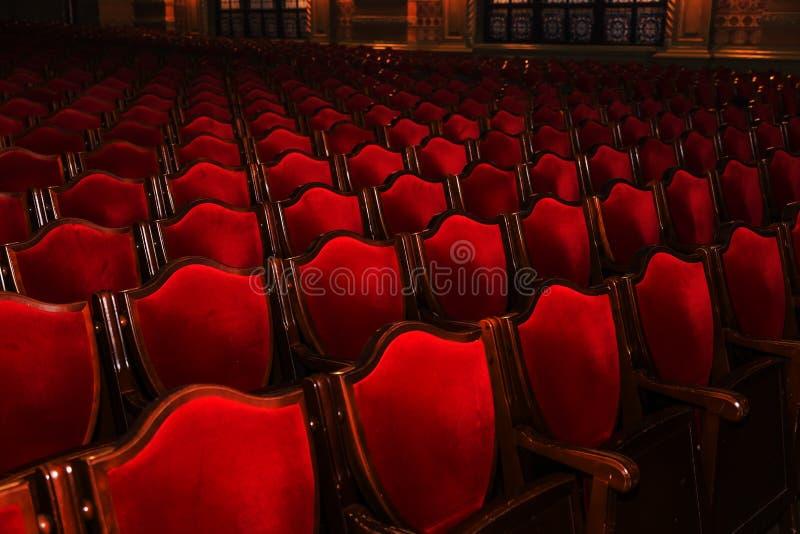 Wewnętrzna teatr sztuka Widownia z pustymi miękkimi karłami opera i Baletniczy teatr czekać na widowni Pusty wnętrze zdjęcie royalty free