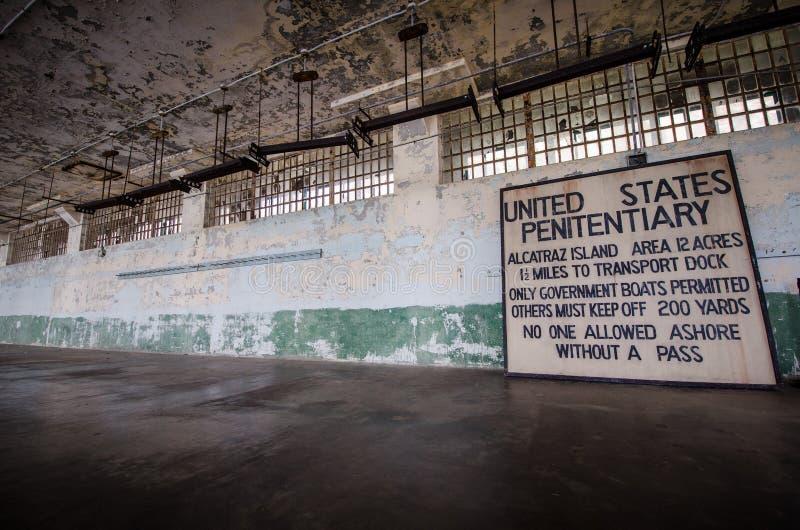 Wewnętrzny widok Alcatraz wyspy więzienie w San Francisco Kalifornia fotografia royalty free