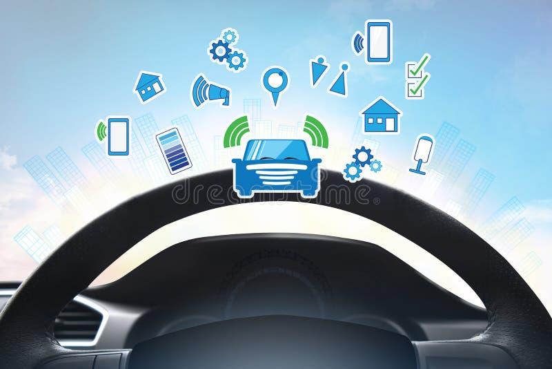 Wewnętrzny widok i automatyczna jaźń dowodzimy jeżdżenie z smartphone, Elektryczna mądrze samochodowa technologia zdjęcia stock