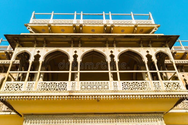 Wewnętrzna fasada lub elewacja pałacu miejskiego Jaipur w jasnym słonecznym dniu fotografia royalty free
