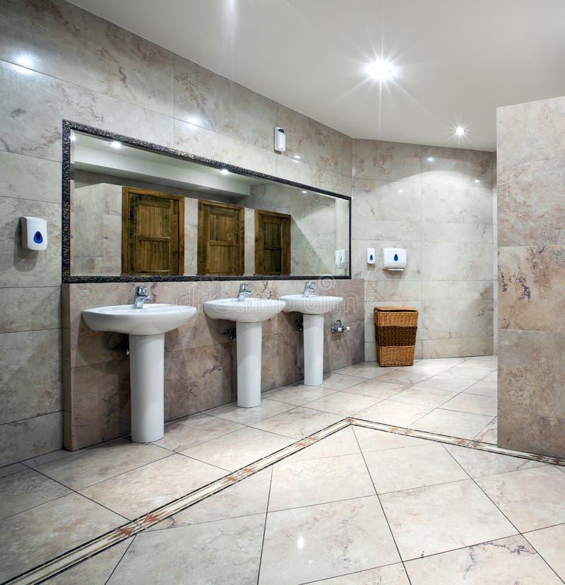 wewnętrzna jawna toaleta zdjęcie stock