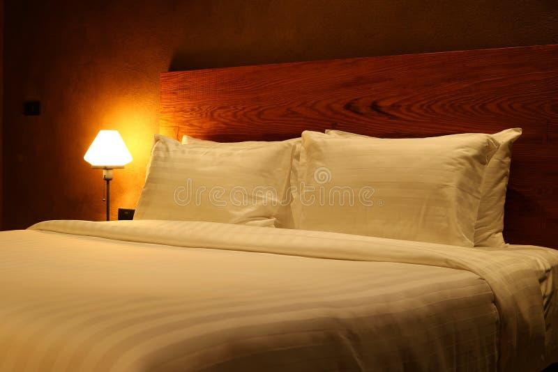 Wewnętrzna nowożytna sypialnia obrazy stock