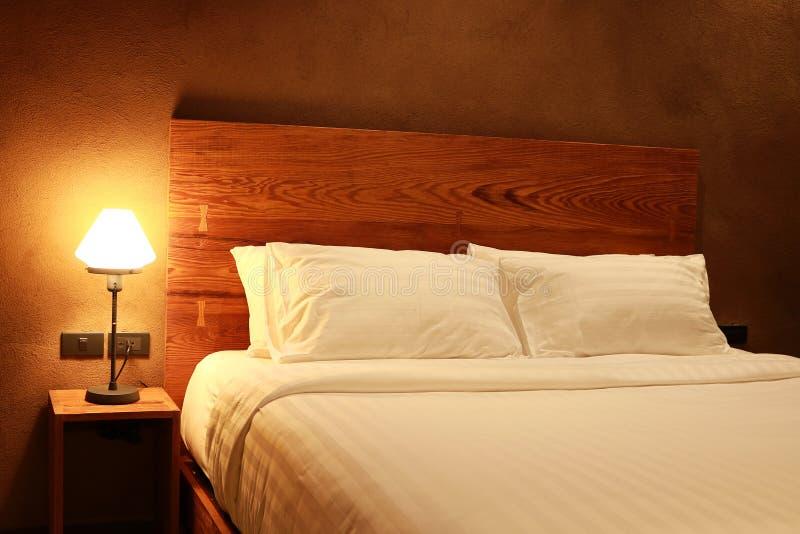 Wewnętrzna nowożytna sypialnia zdjęcie royalty free