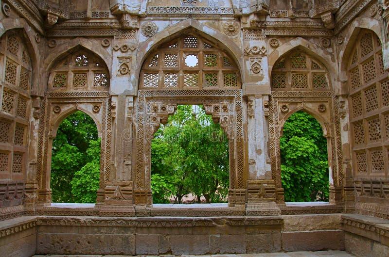 Wewnętrzna rzeźbiąca ściana Jami Masjid meczet, UNESCO ochraniał Champaner, Pavagadh Archeologicznego parka -, Gujarat, India Dat fotografia stock