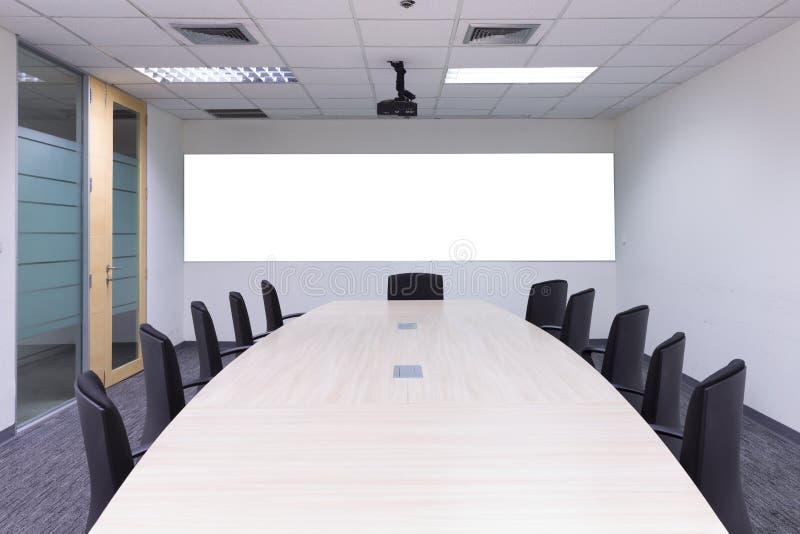 Wewnętrzna sala konferencyjna, pokój konferencyjny, sala posiedzeń, sala lekcyjna, zdjęcie royalty free