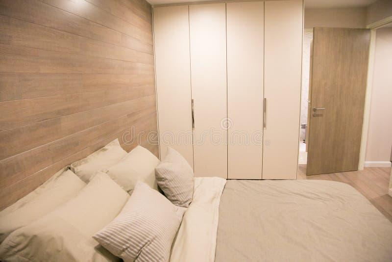 Wewnętrznego projekta nowożytna sypialnia zdjęcie royalty free