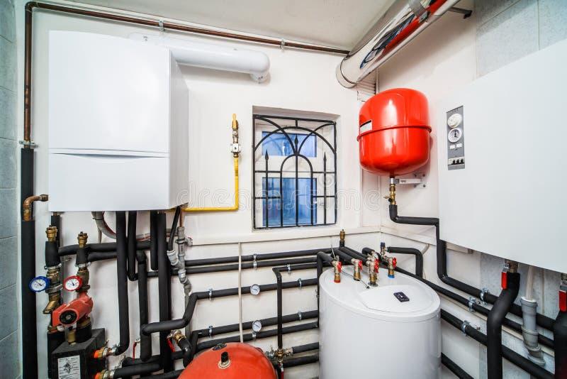Wewnętrzny gospodarstwo domowe bojler z benzynowymi i elektrycznymi bojlerami fotografia royalty free