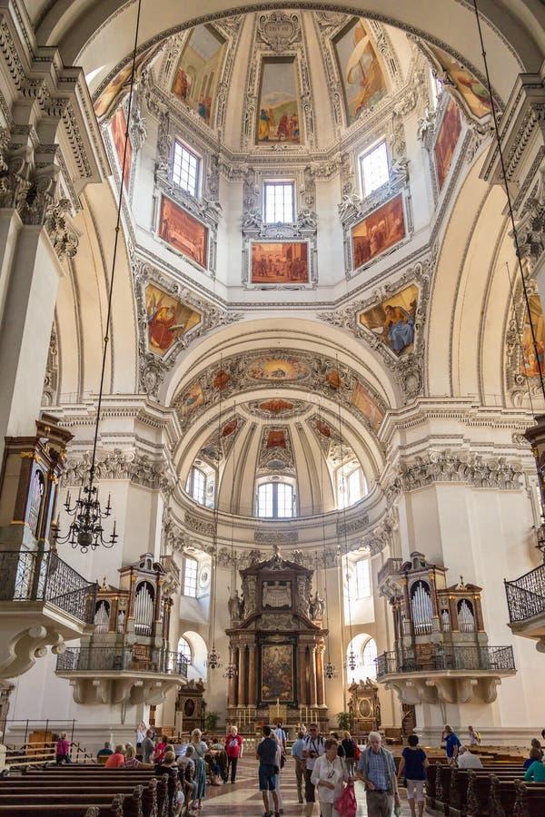 Wewnętrzny kopuła widok Salzburg katedra obraz royalty free