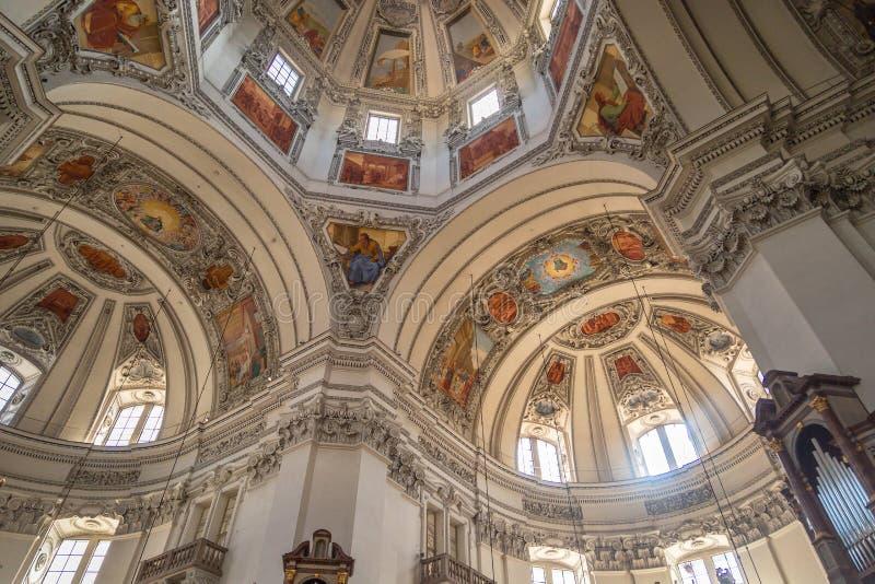 Wewnętrzny kopuła widok Salzburg katedra zdjęcia stock