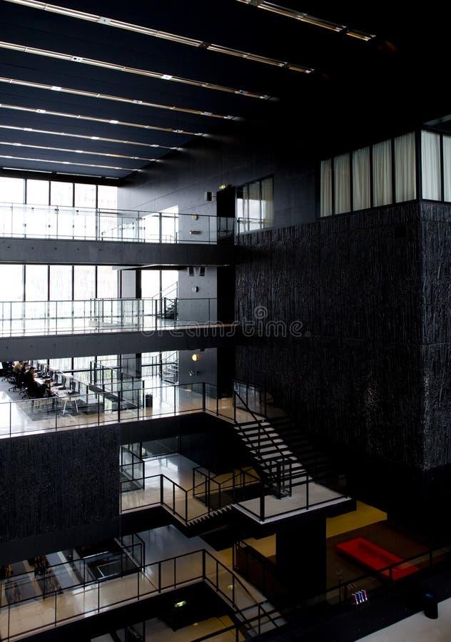 wewnętrzny nowoczesnego biblioteki obraz royalty free