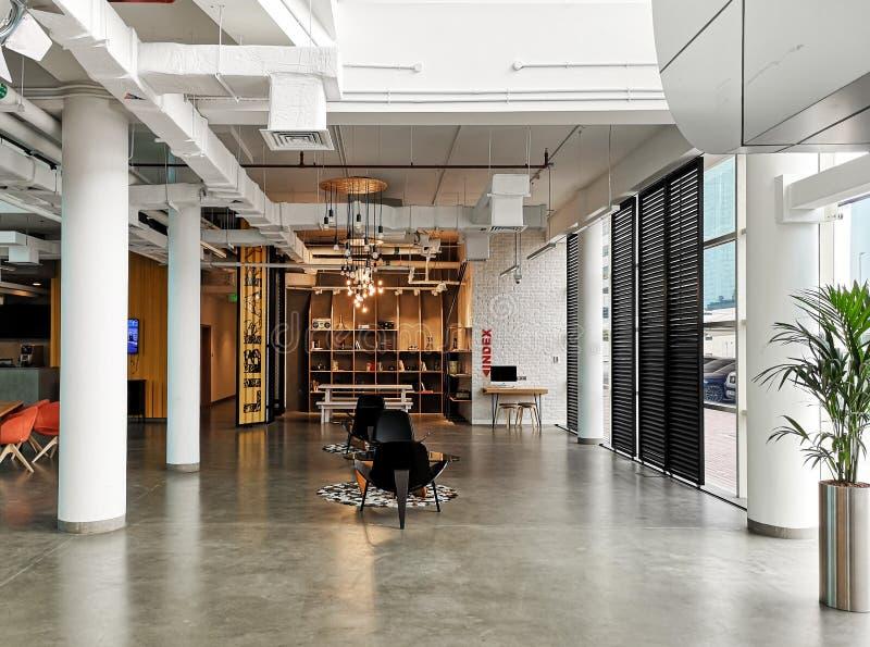 Wewnętrzny projekt nowożytny biurowy teren dla creatives, Ups i działania, obraz royalty free