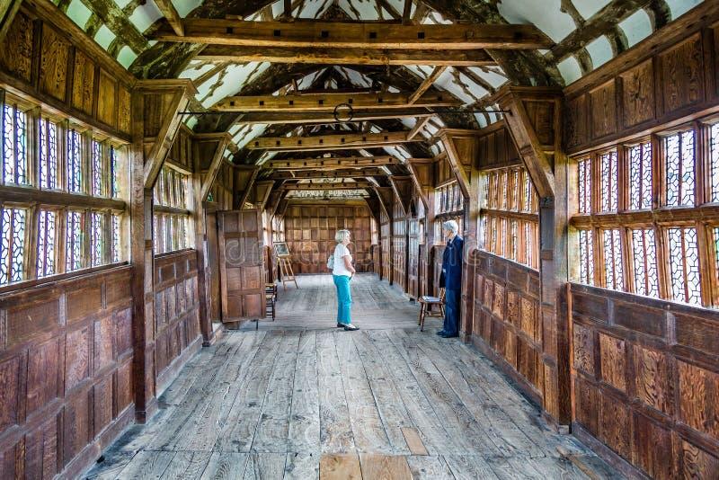 Wewnętrzny widok średniowiecznego tudor długa galeria w Małym Moreton Hall w Moreton, Cheshire, UK obraz stock