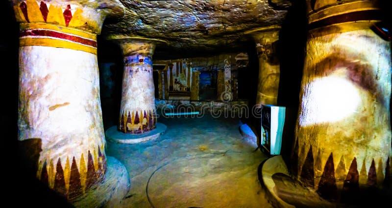 Wewnętrzny widok antyczny Bannentiu grobowiec, Bahariya, Egipt fotografia royalty free
