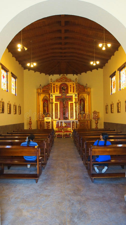 Wewnętrzny widok kościół w Ciudad Mitad Del Mundo turistic centrum miasto Quito blisko obrazy royalty free