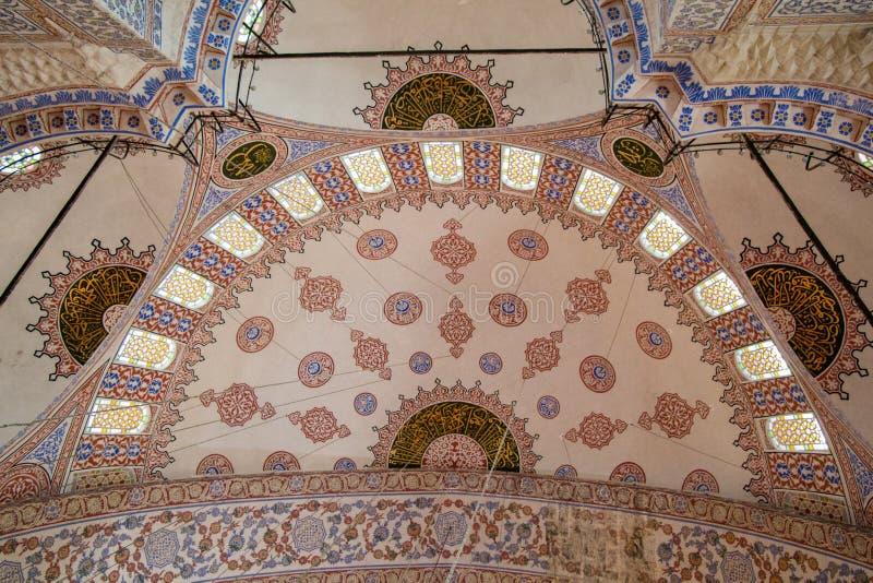 Wewnętrzny widok kopuła w Osmańskiej architekturze zdjęcia stock