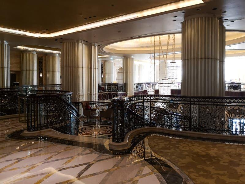 Wewnętrzny widok luksusowy hotel, nowożytna dekoracja i wejście, obrazy stock