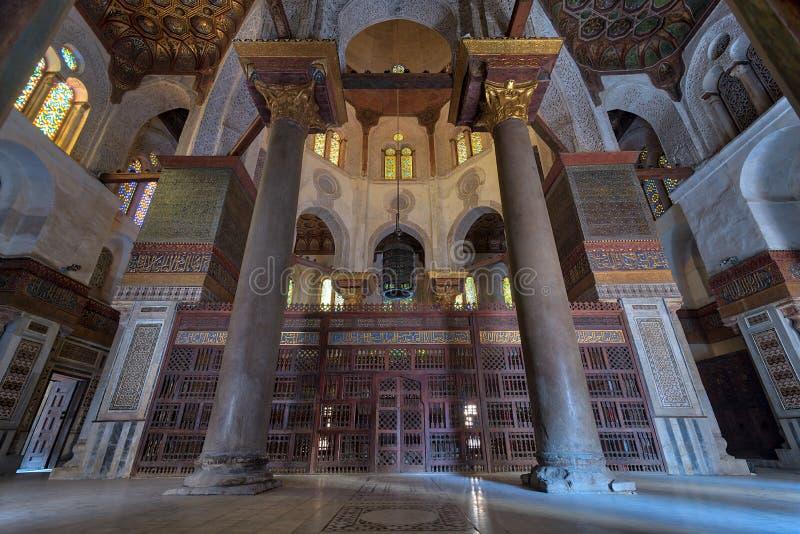 Wewnętrzny widok mauzoleum sułtan Qalawun, część sułtanu Qalawun kompleks lokalizować w Al Moez ulicie, Kair, Egipt obrazy royalty free