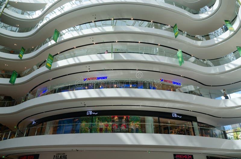 Wewnętrzny widok nowożytny centrum handlowe Toptani, Tirana, Albania zdjęcie royalty free