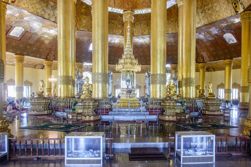 Wewnętrzny widok ` Swe Taw Myat `, ząb relikwii pagoda w Yangon, Myanmar, Dec-2017 obrazy royalty free