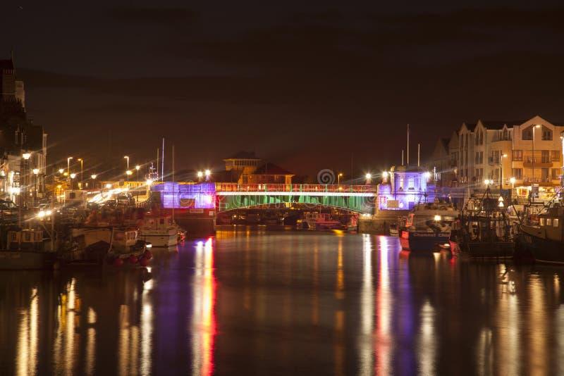 Weymouth hamn på natten med stadbron på natten arkivbilder