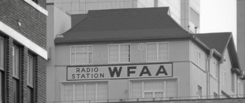 WFAA-radiostationtecken - Dallas TX fotografering för bildbyråer
