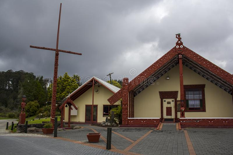 Whakarewarewa den bosatta Maori Village royaltyfri fotografi