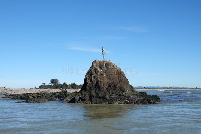 Whakatane Dame auf dem Felsen in der Bucht von viel, Neuseeland stockfoto
