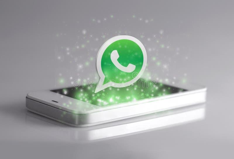 Whatsapp är den berömda applikationen för ögonblicklig messaging för smartphones stock illustrationer