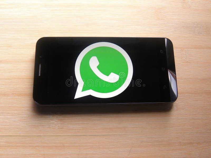Whatsapp на smartphone стоковая фотография rf