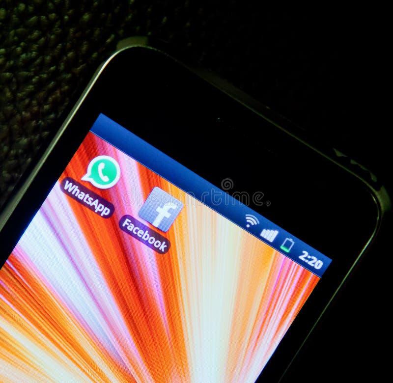 WhatsApp e Facebook fotos de stock royalty free