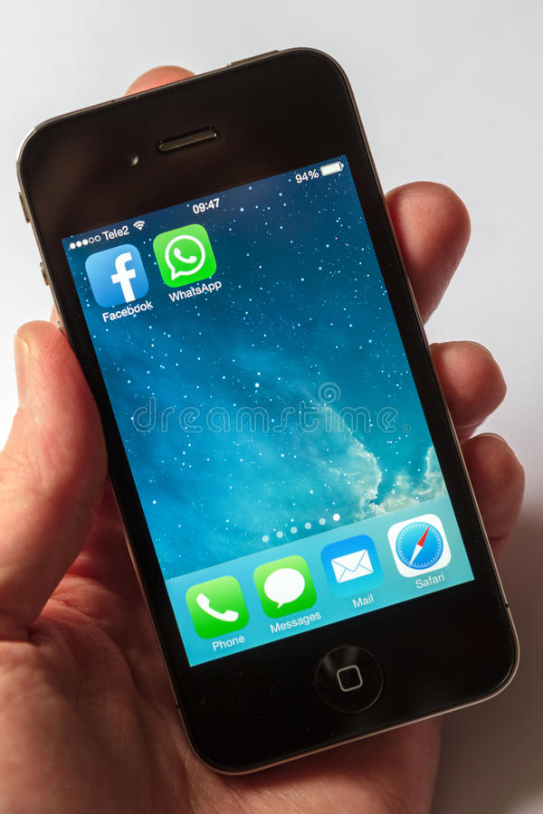 WhatsApp e Facebook sul iPhone fotografia stock