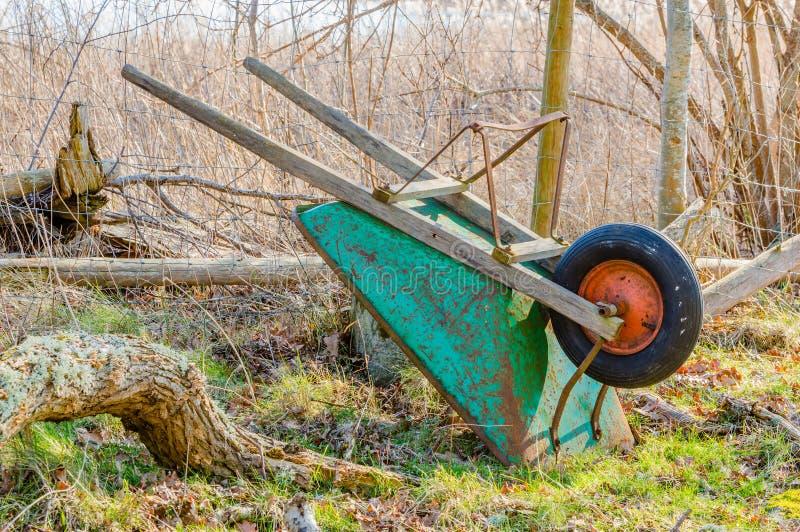 wheelbarrow στοκ φωτογραφία με δικαίωμα ελεύθερης χρήσης