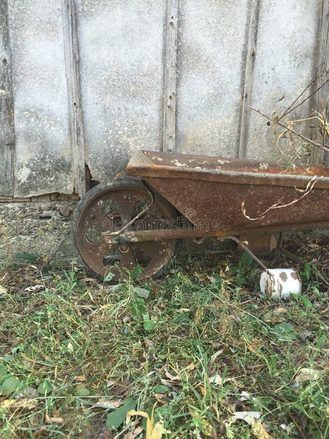 wheelbarrow stockbilder