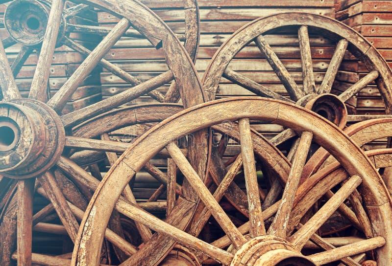 wheels trä arkivbild