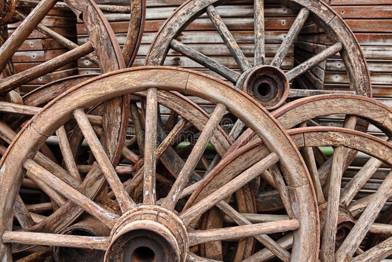 wheels trä royaltyfri bild