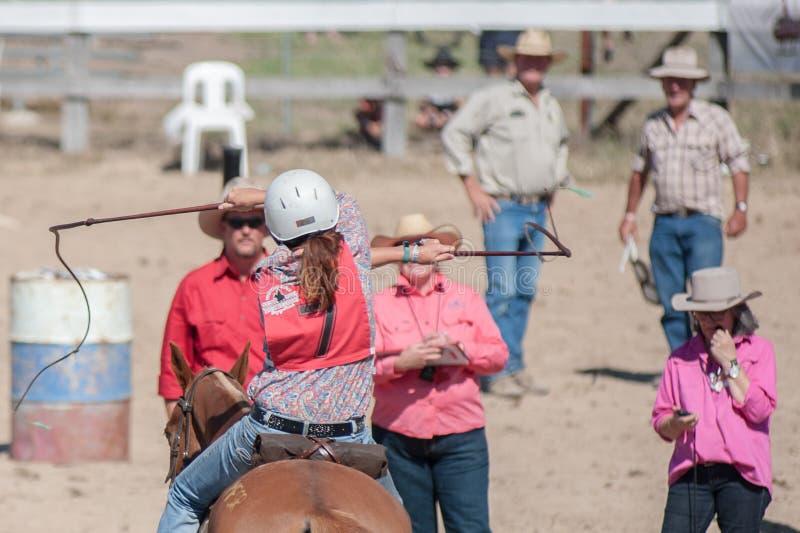 Whip Cracking ad un evento di equitazione immagini stock