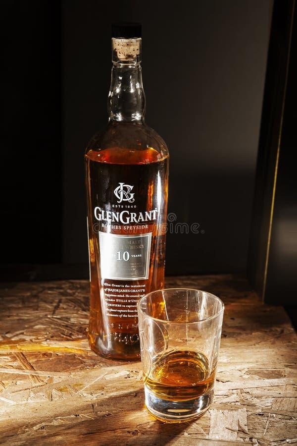 Whiskey e vetro di Glen Grant immagine stock