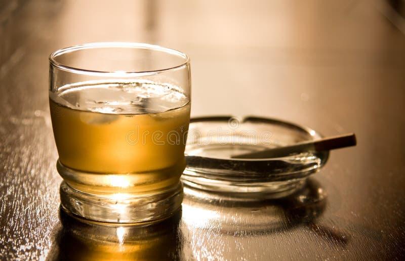 Whiskey et cigarette photos libres de droits