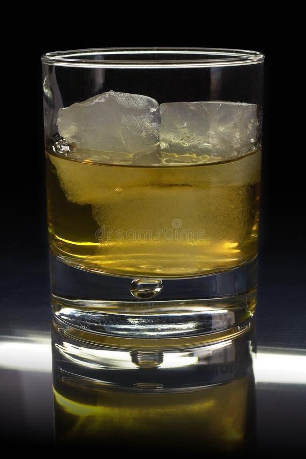 Whisky? Auf den Felsen! lizenzfreie stockfotografie