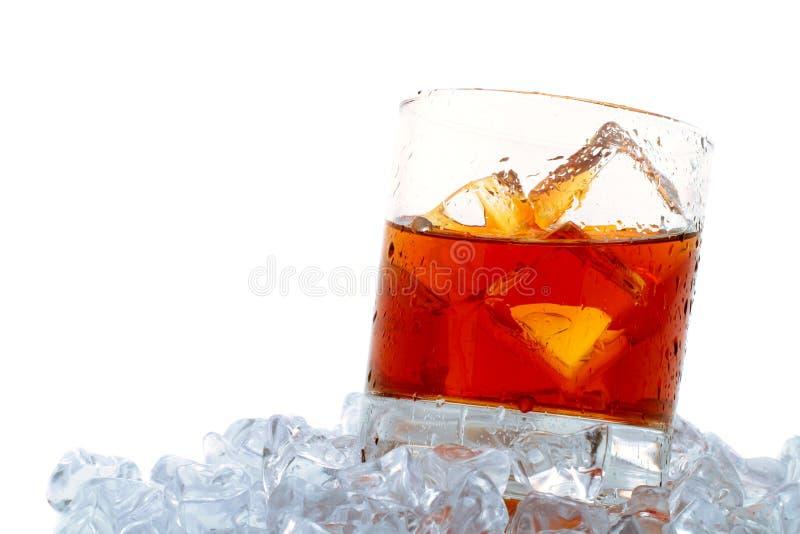 Whisky auf Felsen lizenzfreie stockfotos