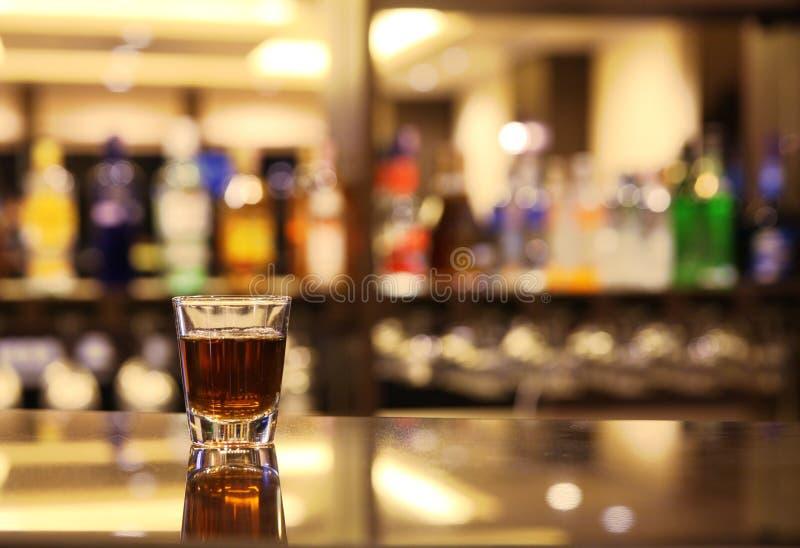 Whisky bij staaf royalty-vrije stock afbeelding