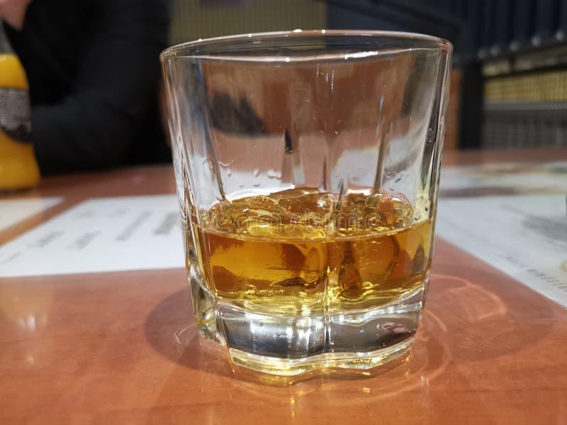Whisky in der Flasche stockbild
