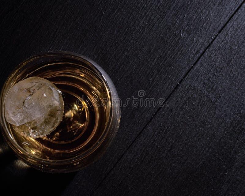 Whisky en las rocas fotografía de archivo